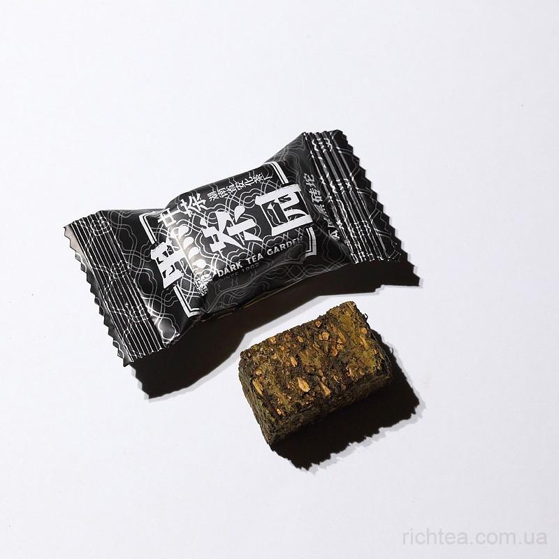 Черный кирпичный чай